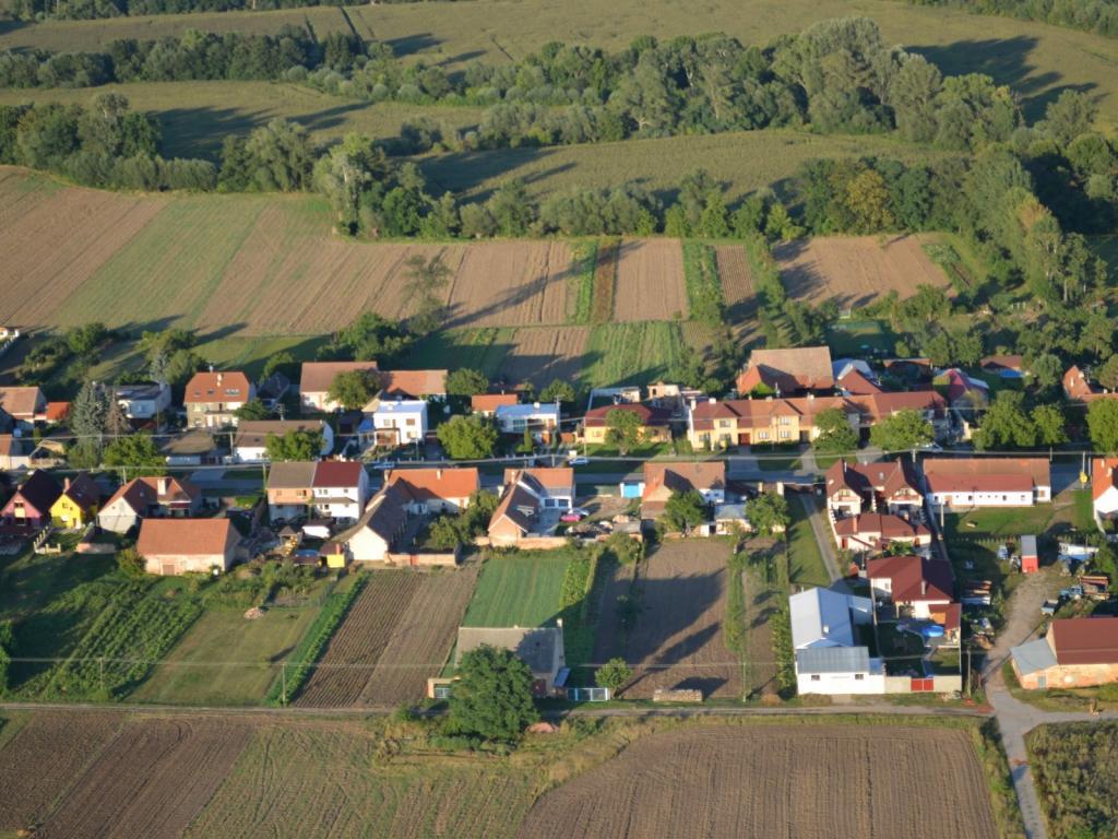 Letecké snímky Cvrčovic